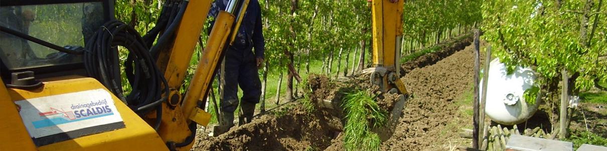 boomgaarddrainage met minikraan